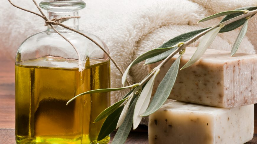 8 Top Benefits of Olive Oil for Skin Care